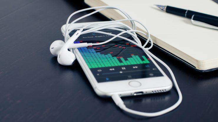 White iPhone 6 With Headphones Music Desktop Wallpaper