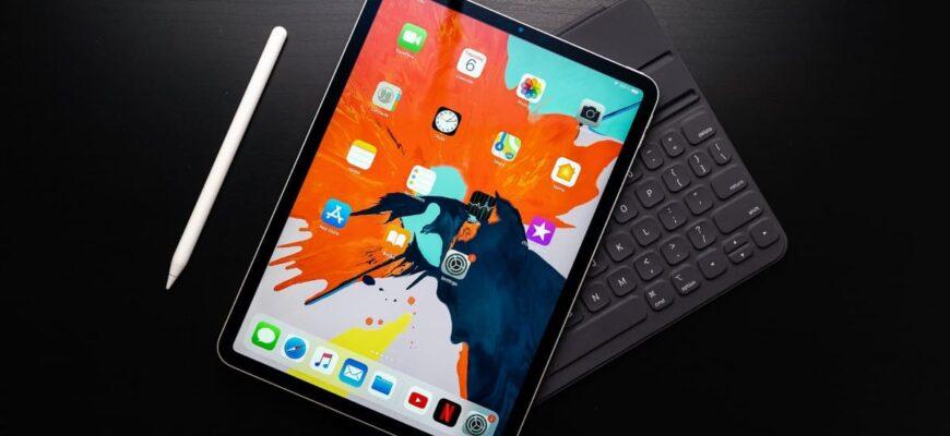 IPad Pro с клавиатурой и карандашом