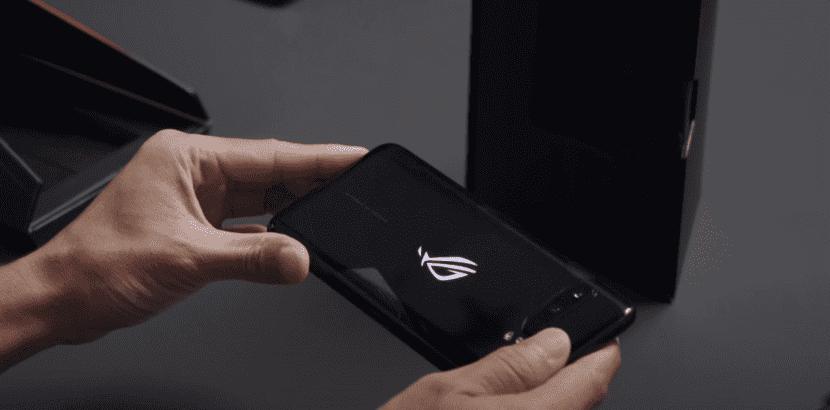 Дисплей смартфона ASUS ROG Phone 3