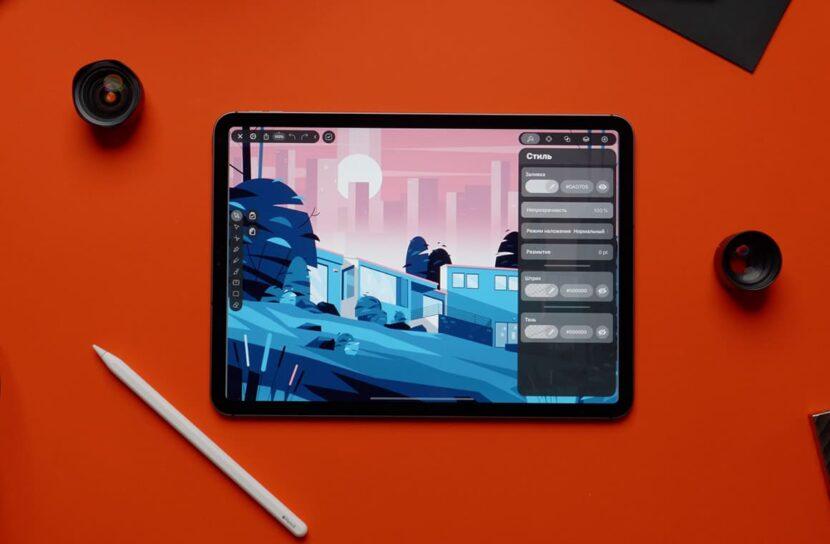 IPad Pro на оранжевом фоне и карндаш