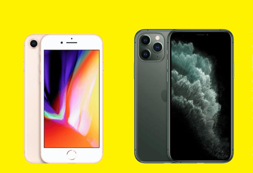 на желтом фоне два смартфона черный и нежно розовый