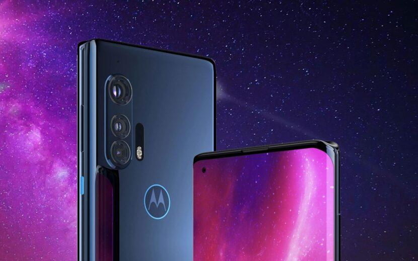 два смартфона на звездном фоне