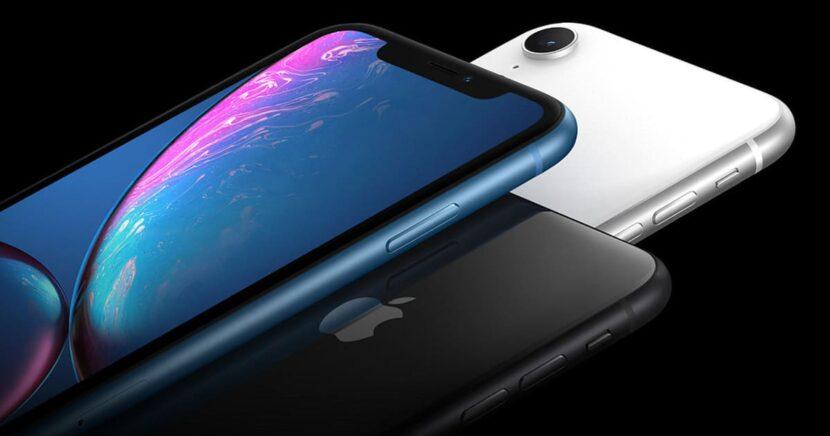 iPhone XR три смартфона разных цветов
