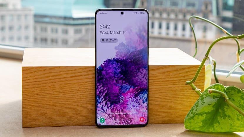 Samsung Galaxy S20 Plus экран