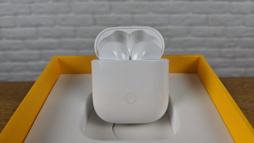 Наушники Realme Buds Air в чехле