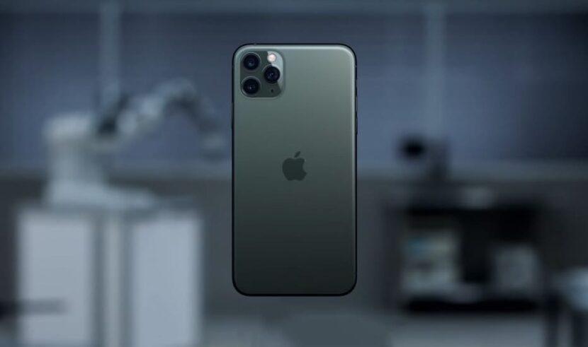 Черный смартфон 12