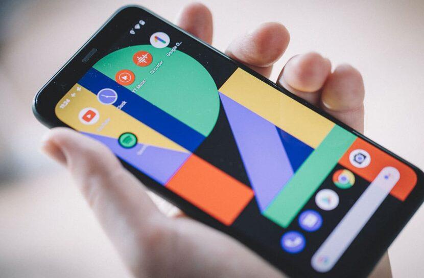 Pixel 4 в руке