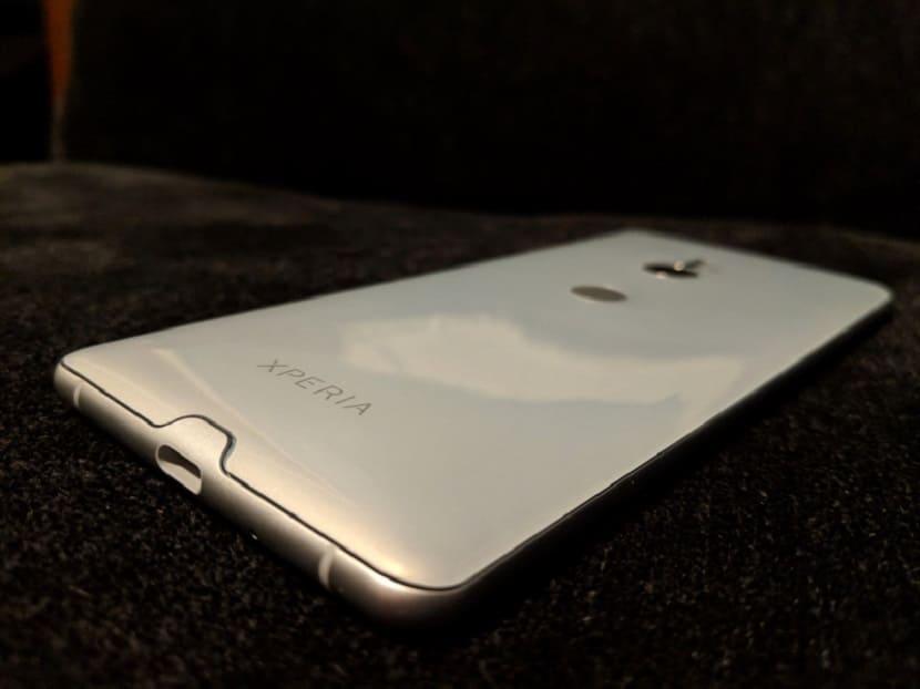 Белый Sony Xperia XZ3