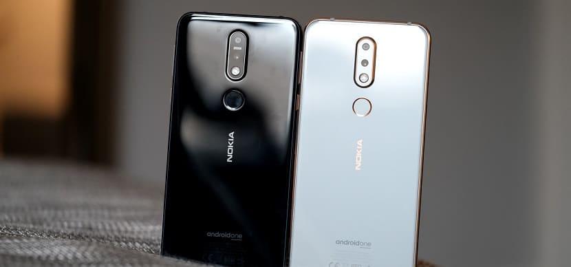 Черный и белый Nokia 7.1