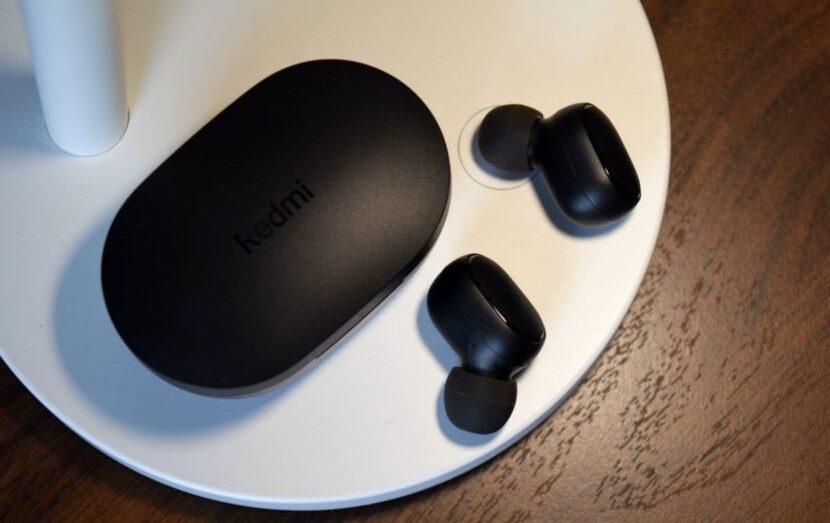 Наушники Xiaomi Redmi Earbuds S и чехол от них