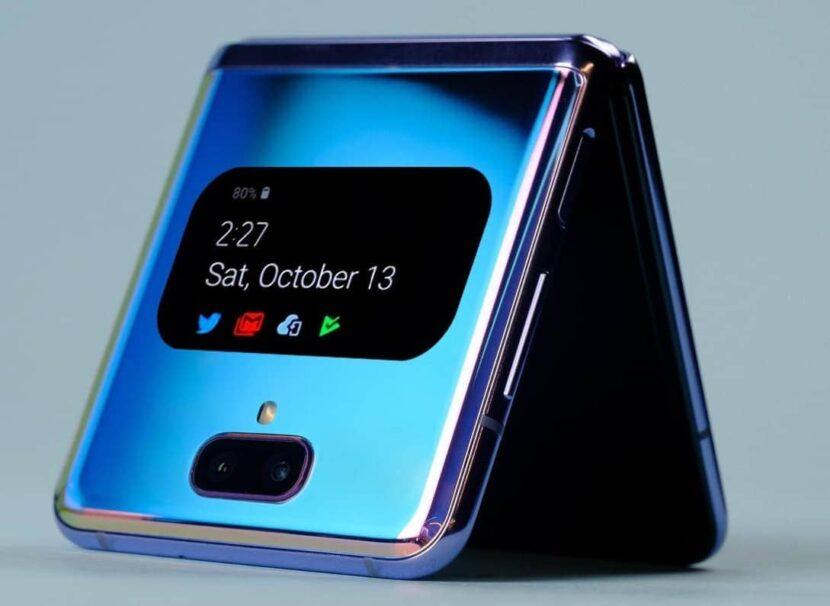 синий смартфон с экранчиком