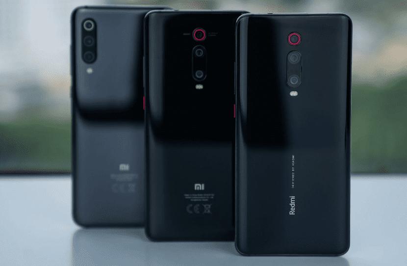 Xiaomi Mi 9T (справа и посередине)