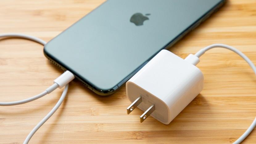 Iphone 12 с зарядкой