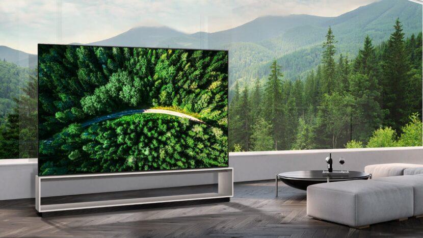 телевизор LG Z9 8K OLED на террасе