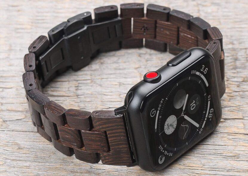 часыс деревянным браслетом