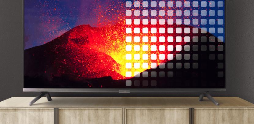 яркая заставка на экране телевизора