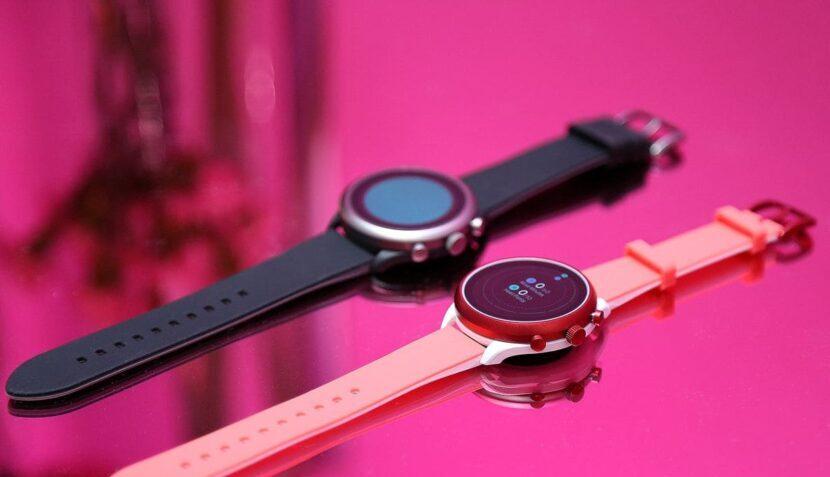черные и розовые смарт часы