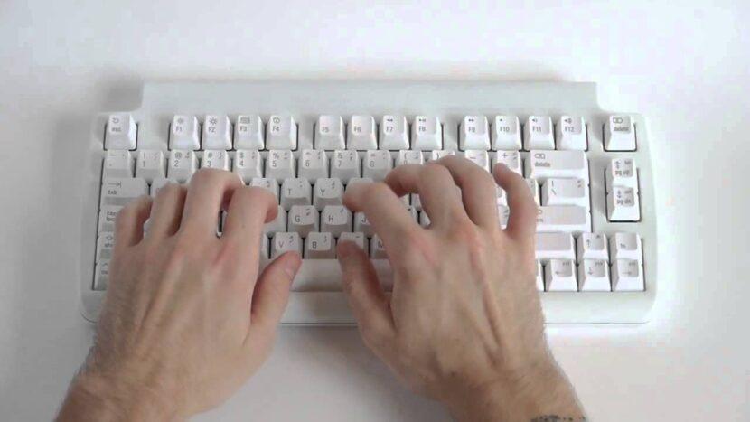 Matias Tactile Pro с руками