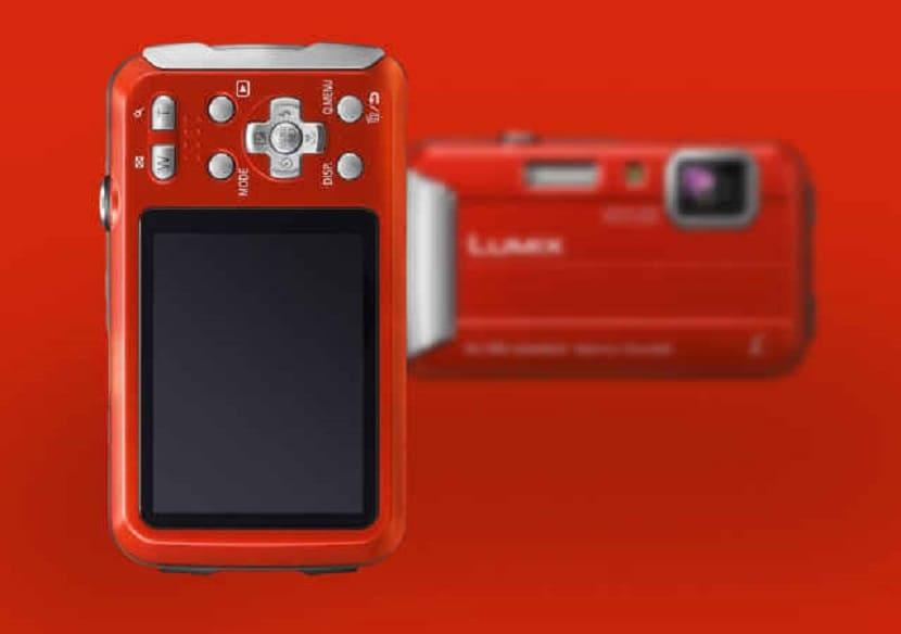 Красный Panasonic Lumix DMC-TS30