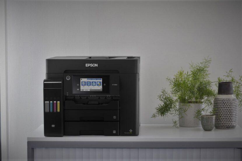 Epson EcoTank Pro ET-5850 на офисном столе
