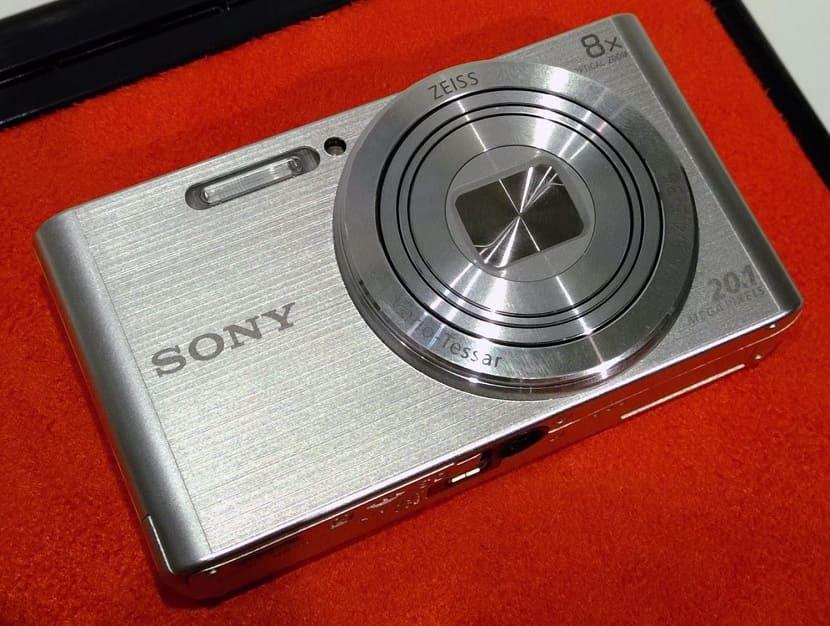 Серебряный Sony Cyber-Shot DSC-W830