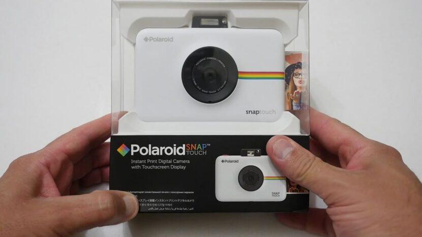 Распаковка белого Polaroid Snap