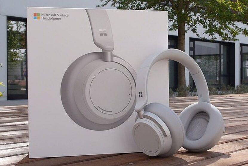 Распаковка Microsoft Surface Headphones